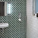 Badezimmer in die Zementfliesen