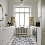 Klassische Küche mit Zementfliesen