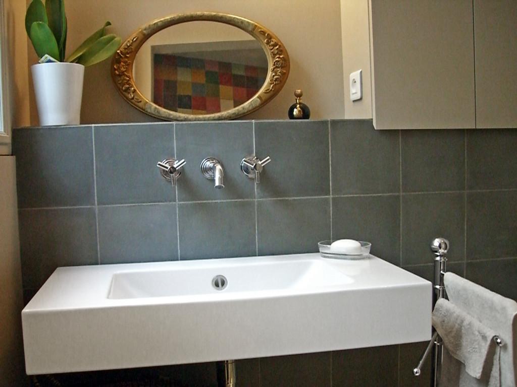 badezimmer graue fliesen. Black Bedroom Furniture Sets. Home Design Ideas